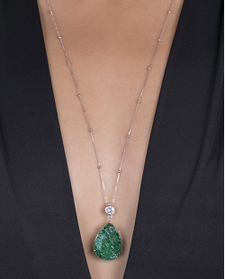 Colar folheado de metal prateado com pedra fusion verde Ale