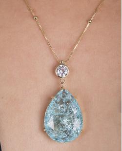 Colar folheado de metal dourado com pedra fusion azul Ale