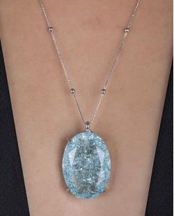 Colar folheado de metal prateado com pedra fusion azul Dri