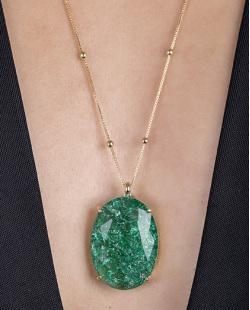 Colar folheado de metal dourado com pedra fusion verde Dri