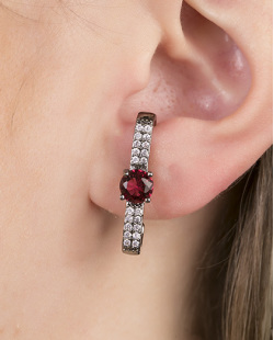 Ear hook de metal grafite com pedra rosa pink Believs