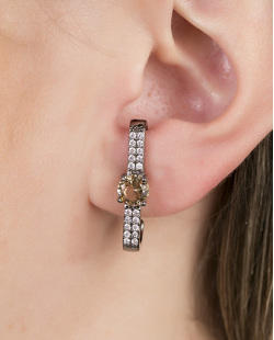 Ear hook de metal grafite com pedra licor Believs