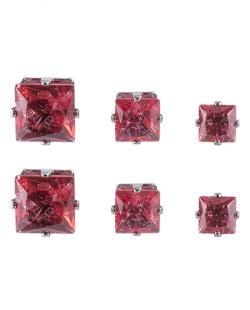 Kit com 3 pares de brincos pequenos grafite com pedra vermelha Titón