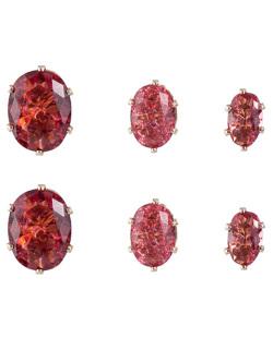Kit com 3 pares de brincos pequenos dourado com pedra vermelha Brandt