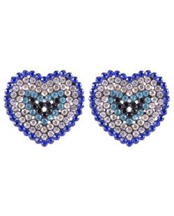 Brinco pequeno de metal grafite com strass azul Heartless