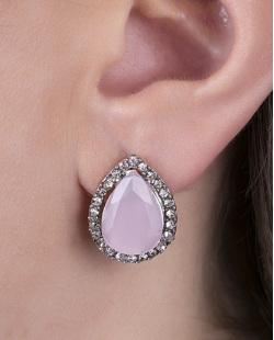 Brinco pequeno de metal prateado com pedra rosa e strass cristal Celina