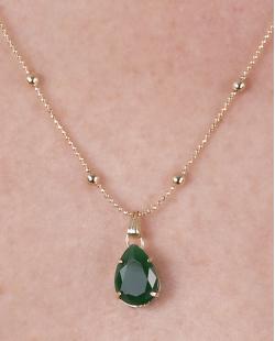 Colar de metal dourado com pedra verde Celina