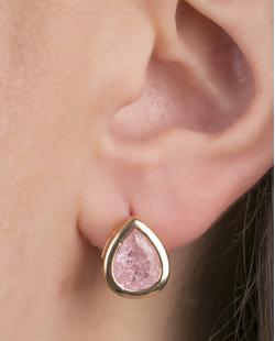 Brinco pequeno de metal dourado com pedra fusion rosa Migos