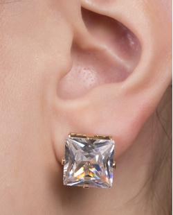 Brinco pequeno de metal dourado com pedra cristal Carosella