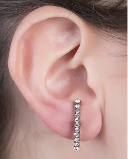 Ear hook de metal prateado com strass cristal Felp