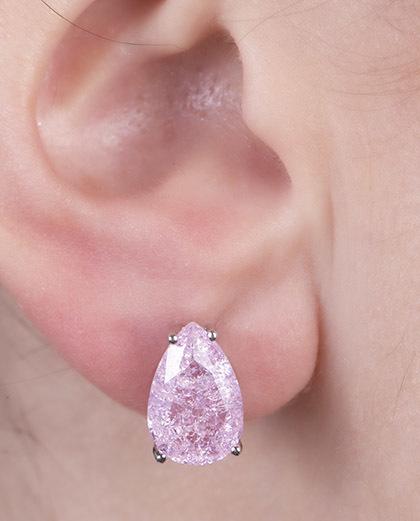 Brinco pequeno de metal prateado com pedra fusion rosa Cyz