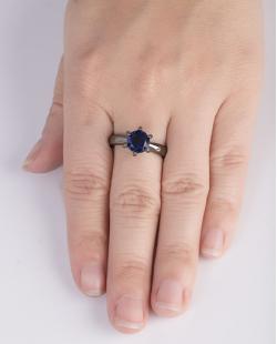 Anel de metal grafite com pedra azul  Brianna