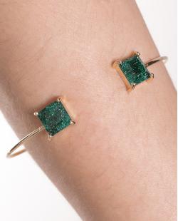 Bracelete de metal dourado com pedra fusion verde Peggy