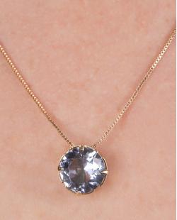 Kit colar mais brinco de metal dourado com pedra raibow azul Vallie