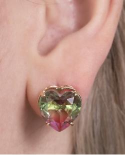 Brinco pequeno de metal dourado com pedra rainbow melancia Tiffany