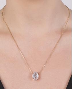 Colar de metal dourado com pedra cristal Alana