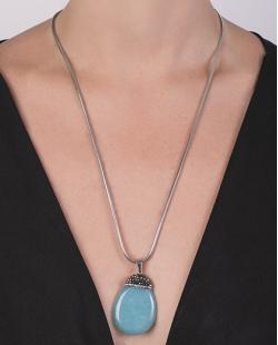 Colar de metal prateado com pedra azul Sophie
