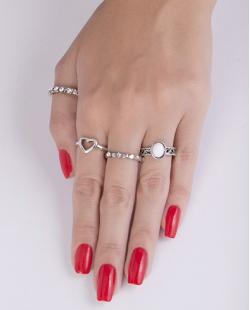 Kit de 4 anéis de metal prateado com pedra branca Tustin