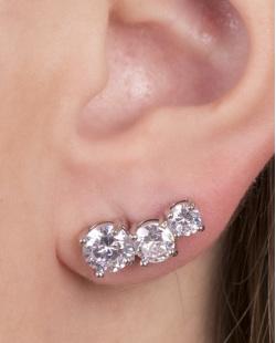 Ear cuff de metal prateado com pedra cristal jazz