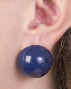 Brinco pequeno de acrílico azul maisa