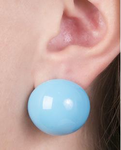 Brinco pequeno de acrílico azul claro maisa