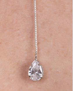 Colar de metal prateado com pedra cristal Anitta