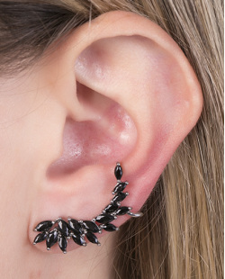Ear cuff de metal grafite com pedra preta smith