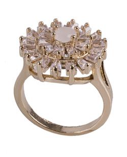 Anel de metal dourado com strass cristal e pedra branca leitosa Noemi