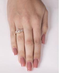 Anel de metal dourado com pedra e strass cristal Brum