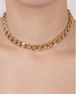 Gargantilha choker de metal dourado Daiana