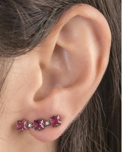 Ear cuff de metal grafite com pedra vermelha Melany