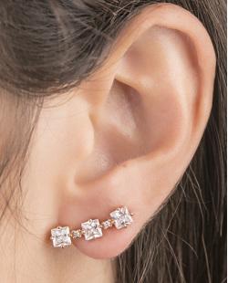 Ear cuff de metal dourado com pedra cristal Melany