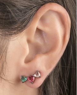 Ear cuff de metal grafite com pedra verde, vermelho e rosé Evelyn