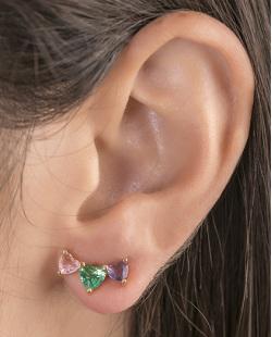 Ear cuff de metal dourado com pedra rosa, verde e roxa Evelyn