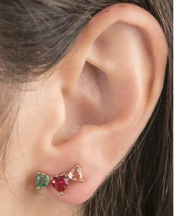 Ear cuff de metal dourado com pedra verde, vermelho e rosé Evelyn