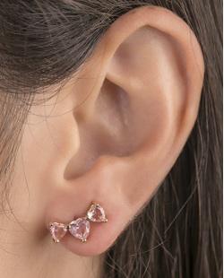 Ear cuff de metal dourado com pedra rosa Evelyn