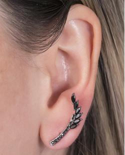 Ear cuff de metal grafite com pedra preta Angelina