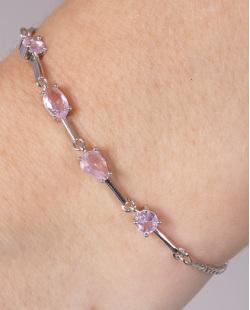 Pulseira de metal prateado com pedra rosa round