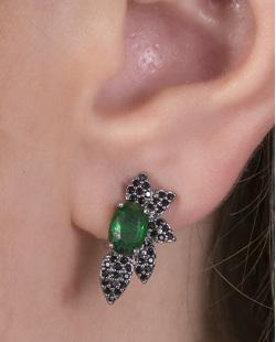 Brinco pequeno de metal grafite com pedra verde e strass preto Violet