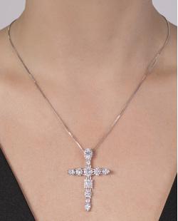 Colar de metal prateado com pedra cristal Theodoro