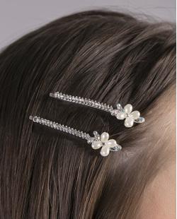 Par de presilhas de metal prateado com strass cristal e pérola Eloane