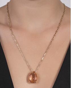 Colar de metal dourado com pedra rosé Ottoli