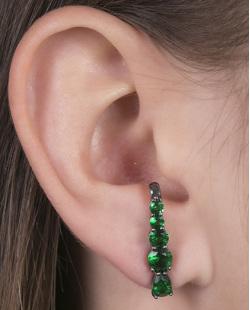 Ear hook de metal grafite com pedra verde Louse