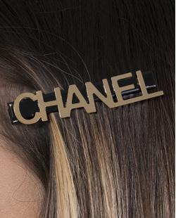 Presilha de metal preto e dourado Chanel