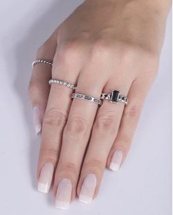 Kit anel de metal prateado com pedra preta Natália