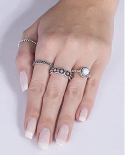 Kit anel de metal prateado com pedra branca Evelina