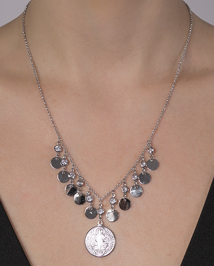 Colar de metal prateado com pedra cristal Raia