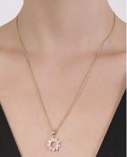 Colar folheado de metal dourado com pedra cristal Susie