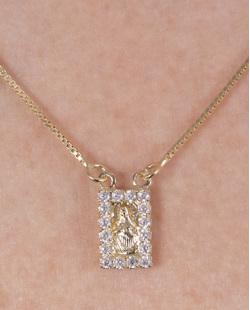 Escapulário folheado de metal dourado com strass cristal Erica