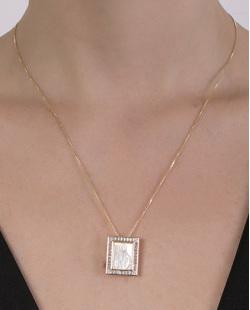 Colar folheado de metal dourado com madrepérola Elvia
